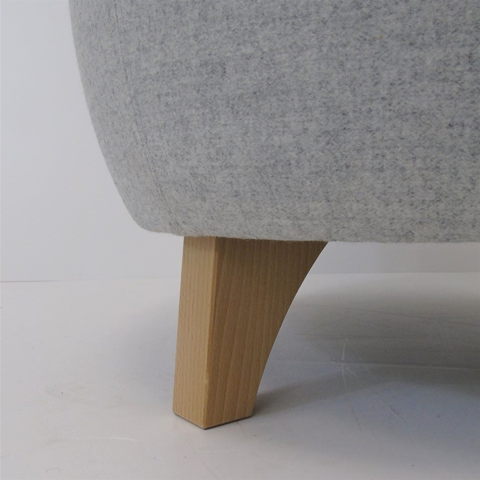 Saturn | Chair Compare